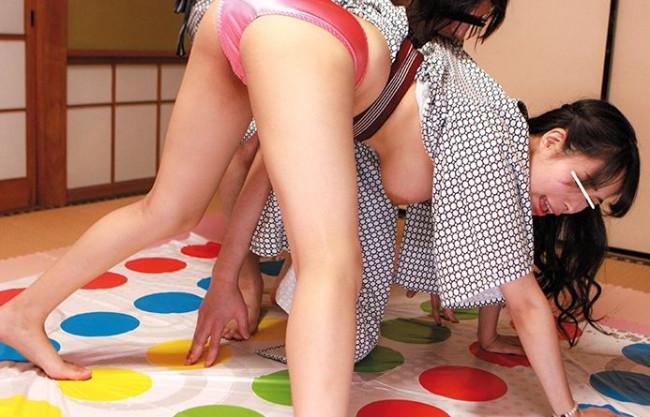 温泉街で軟派した素人娘とツイスターゲームと野球拳!男を全裸にすれば賞金獲得!罰ゲームは即ハメsex