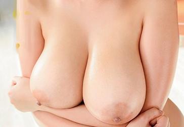 マシュマロおっぱいのデカすぎ!潜望鏡パイズリしてローションで乳房マッサージに乳揺れセックス