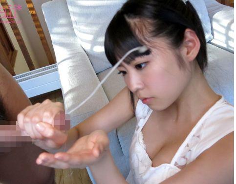 正統派の美少女が一生懸命手コキして男を射精に導く姿がエロすぎる