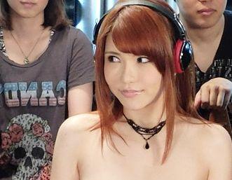 美女アイドルがファンに輪姦される・・特殊装置で強制的にビクンビクンさせて抵抗できずに犯される