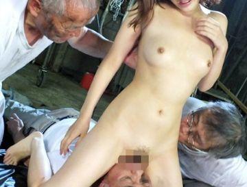 潰れた町工場の高齢者従業員たちが社長婦人を監禁し調教輪姦する