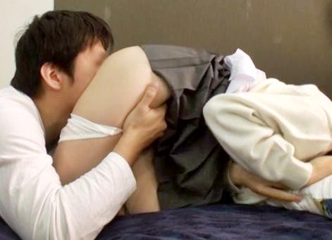 制服美少女がおじさんとワリキリ関係を楽しむ裏バイト!ホテルへ入り若い肉体を好き放題に貪られる!