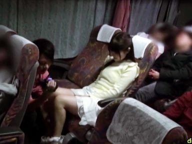 【素人企画】友達男女が夜行バス車内でエロミッション!周囲が寝静まる中こっそり声我慢フェラ開始w