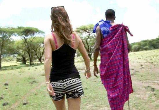 【AIKA】がアフリカ男とエッチな異文化交流♡晴天の草原でメガチンポに悶絶するワイルドファック!