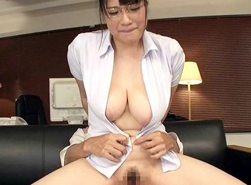 Jカップ爆乳のノーブラ美人秘書が社長のセクハラで悶絶!デカパイを揺らしてオフィスで中出しファック!