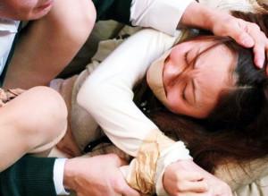 【レイプ】息子の家庭教師は欲情をそそる美女!変態親父が獣欲をたぎらせ襲撃!拘束し押さえ付け凌辱レイプ!