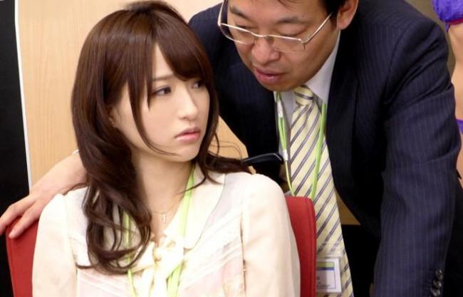 【天使もえ】罠にかかった美人OLが鬼畜部長とセクハラファック!オフィスで声我慢しながら凌辱に耐える!
