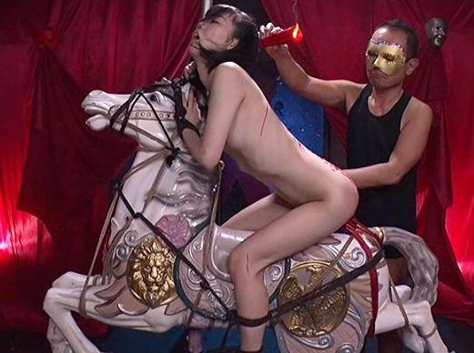 スレンダー美少女がロウソク責め木馬調教で淫虐快楽に悶絶!声我慢ゲームを強いられ声を出したら性拷問!