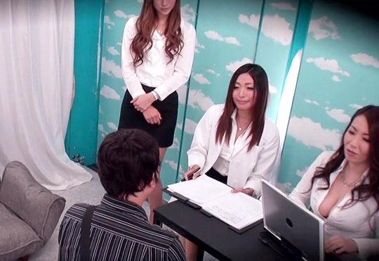 【素人企画】お姉さん3人が童貞チンポを筆下ろし!痴女責め乱交ファックで悶絶射精の初体験♡