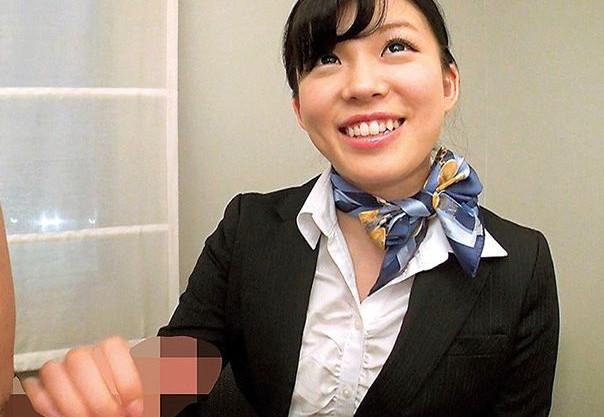 童貞クンのオナサポを頑張る客室乗務員の美人お姉さんが筆下ろし