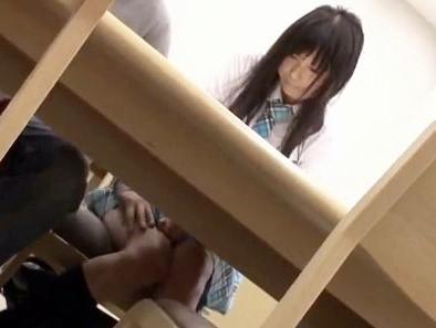 超敏感な制服美少女に痴漢魔が襲い掛かる!図書館の本棚に隠れてチンポをねじ込み声我慢レイプ!