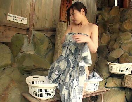 ★佐々木あき★巨乳奥様との温泉旅行で寝取りセックス三昧!露天風呂で客室で…いいなり状態のハメまくり!