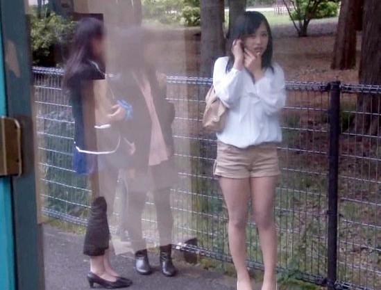 【SOD女子社員】美人OLを業務時間外に呼び出しMM号でハメ撮りセックス!ミラーの外に友達を待たせて悶絶w