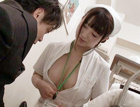 チラ見せしまくる変態エロナースが起立した患者チンポを捕食sex