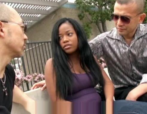 黒人巨乳美女をクズ男二人が監禁!鬼畜チンポをねじ込みケツ穴と膣内にたっぷり射精する凌辱レイプ!