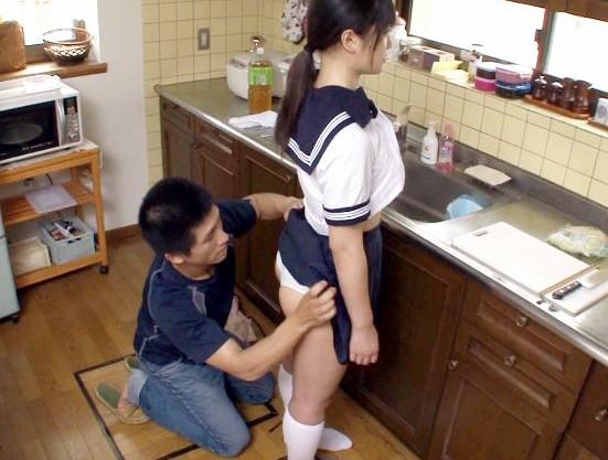 セーラー服の可愛い妹に兄がタイムストップして身動きできない妹ボディをいたずらしてチンポをねじ込む