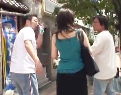 都内で街行くおばさんをいきなり口説いてHOTELに直行ww使い込んだ熟れた股間をチンポで掻き回される