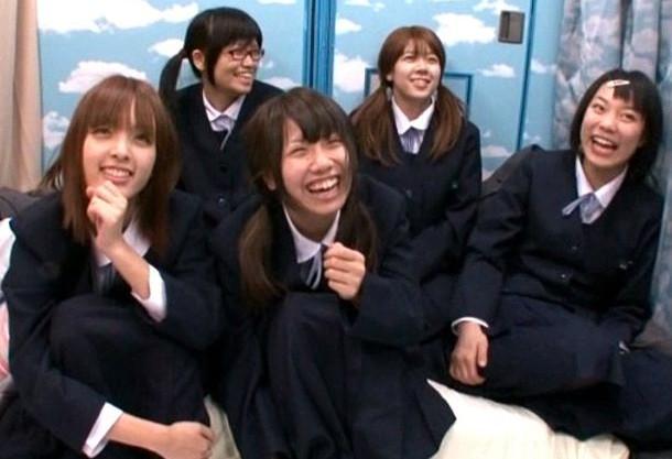 修学旅行で上京中の制服美少女たちをナンパゲット!性的好奇心を利用して初めてのドスケベ体験をプレゼント!