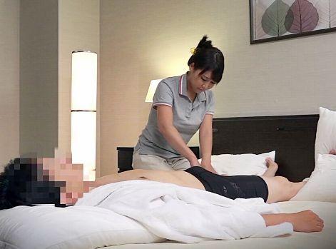 HOTELで呼んだ一般マッサージのお姉さんをチンポで誘惑して半ば強引にsexに持ち込む
