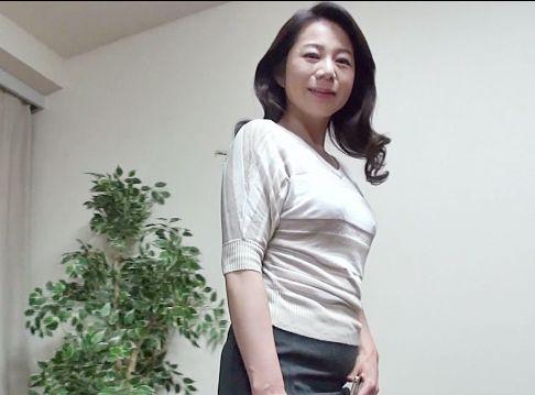 夫の前で犯さる熟年奥さん・・熟れた肉体に他人のチンポで激しく突かれ屈辱イキ