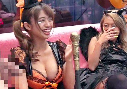 《素人企画》ハロウィン仮装ギャルにデカチン見せたら大爆笑!即ハメしたら巨乳ボディを悶絶させて乱交セックス!