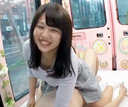 MM部屋に訪れた名門大学の女子大生が素股チャレンジ!当然途中からチンポをねじ込まれることに・・