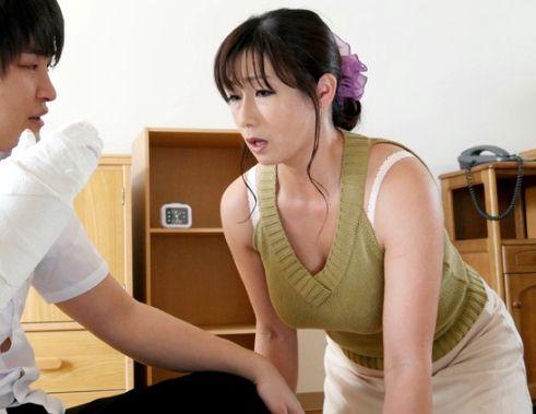 息子に犯されたくてオナニーにふける淫乱母!ついに念願の母子相姦で興奮のあまり背徳の中出しセックスに!
