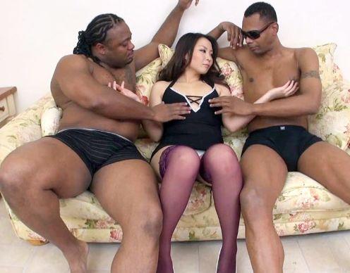 美熟女がアナルとマンコを二穴バイブ電マ責めされ絶頂!さらに黒人メガチンポに犯されて悶絶!