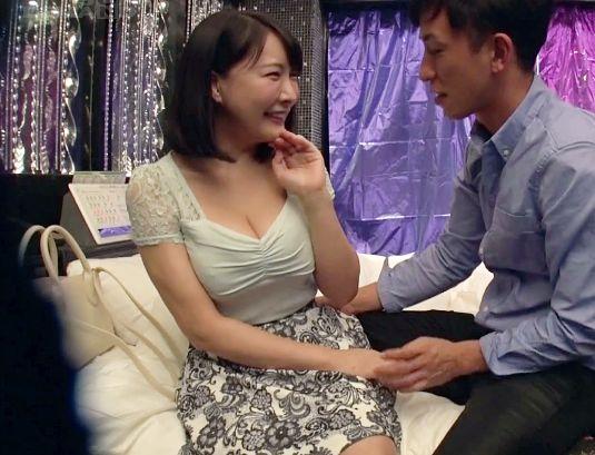 【盗撮】即ハメOKと噂のヤリマン美女をナンパゲット!ホテルへ連れ込みさっそく巨乳ボディを堪能しセックス開始!