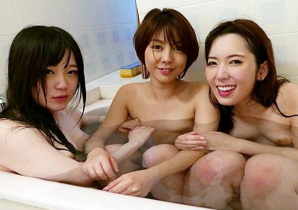 美人女優3人がお酒と媚薬でノリノリ状態!泥酔ガンギマリになってみんな仲良く快楽を貪り合うレズ乱交セックス!