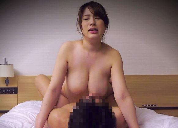 《盗撮》巨乳奥様の出張エステ嬢と本番セックス!股間に溜まった乳酸までしっかり取り除いてもらうw