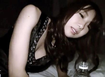 彼氏がいる美女を酔わせてお持ち帰るする軟派男。即寝取って中出しする