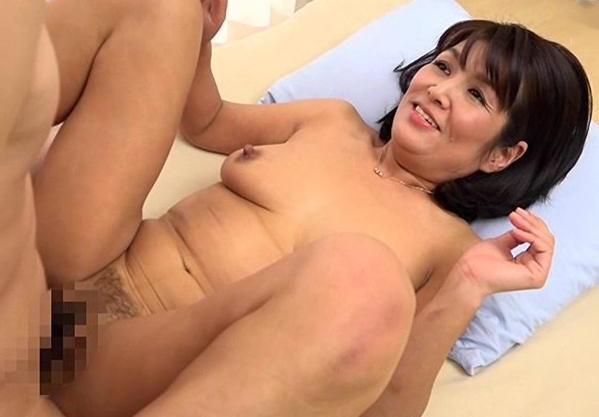 《五十路熟女》恥じらいおばさんが痴態を晒してカメラの前でセックス!羞恥に悶絶しながら興奮してハメまくる!
