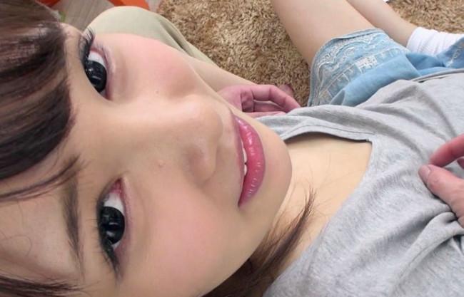 かわいい姪っ子のちっぱい乳首に興奮wwドスケベ叔父さんが貧乳パイパン美少女にエッチなイタズラ!