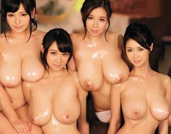 Jカップ以上の超乳お姉さん大集合wwセクシー女優が4人がかりでドスケベご奉仕するハーレム乱交ファック♡