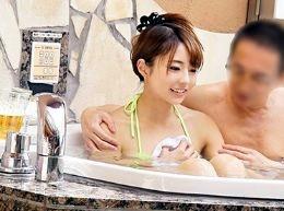おじさん上司とOL部下が混浴ミッションに挑戦!若い肉体に興奮を抑えられず中出し暴発する中年チンポww