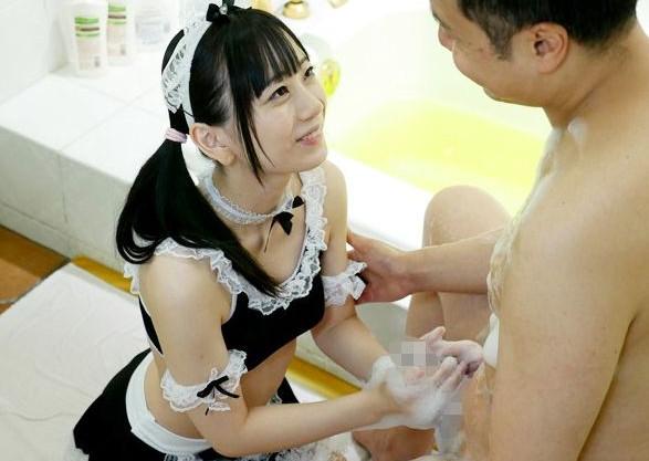 エッチな美少女メイドがお風呂でご奉仕♡ご主人様のチンポをじっくり洗って濃厚フェラ♡