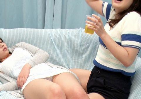 <MM号>お花見ですっかり出来上がりほろ酔い女子大生2人組。お友達と一緒に逆3Pハーレム乱交w