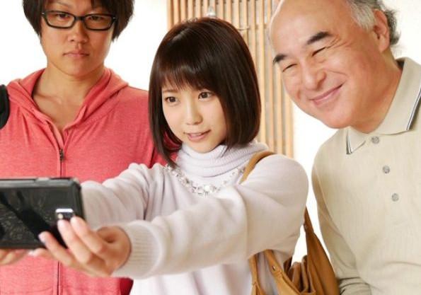 息子夫婦とお父さんで温泉旅行。こっそり媚薬を盛られた若妻が発情マンコを義父に寝取られる