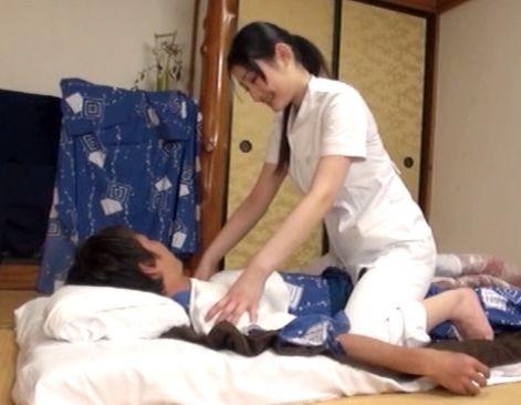 温泉旅館のマッサージお姉さんがエロすぎてヤバイwwフル勃起チンポを出して本番交渉したら即ハメSEXできたw