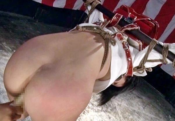 ランドセルを背負ったまま拘束される女教師wwリコーダー挿入にスパンキングのドM調教や鼻フック電マ責めで悶絶する
