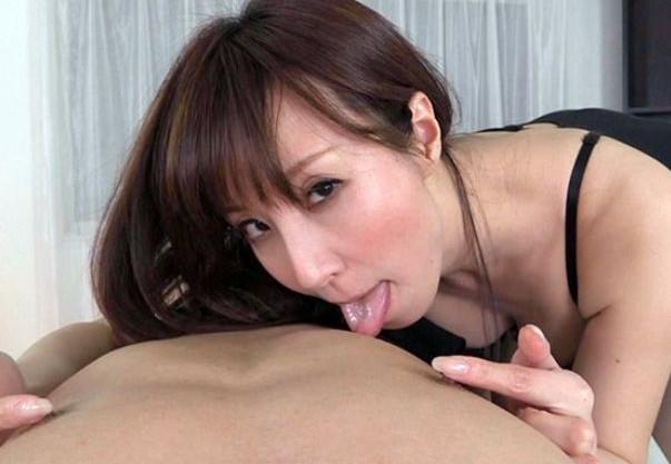 エロ痴女お姉さんがドM男を乳首責めwwそそり立つチンポを激しく手コキしながら性感帯を徹底的に刺激する