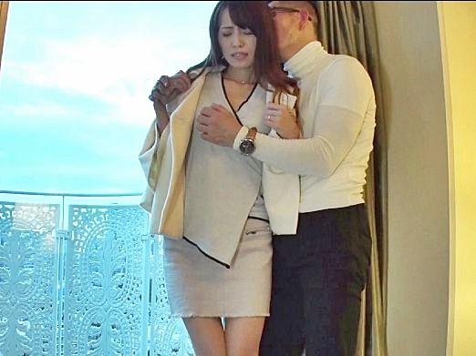 《人妻ナンパ》セレブ奥様が見知らぬ男とホテルで不倫。目隠し拘束のドM調教で卑猥に悶絶しまくる