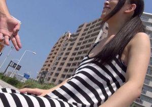 《人妻ナンパ》スレンダー若奥さんをビーチでゲット。ロケ車へ連れ込み即ハメカーセックスで種付け注入w