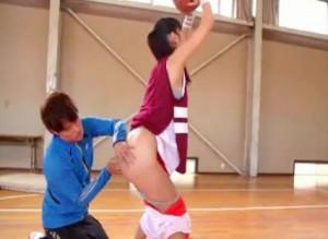 《桐谷まつり》爆乳おっぱいのバスケ少女に変態コーチがチンポ挿入!Hカップのボインを揺らしてイキまくる