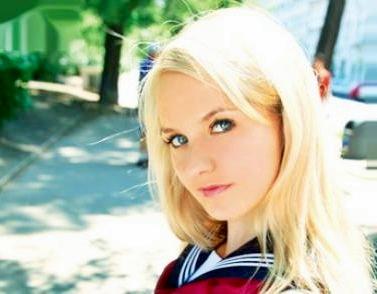 東欧の金髪美少女がセーラー服姿でチンポを挑発♡パイパンマンコに挿入されて着衣のままで悶絶SEX