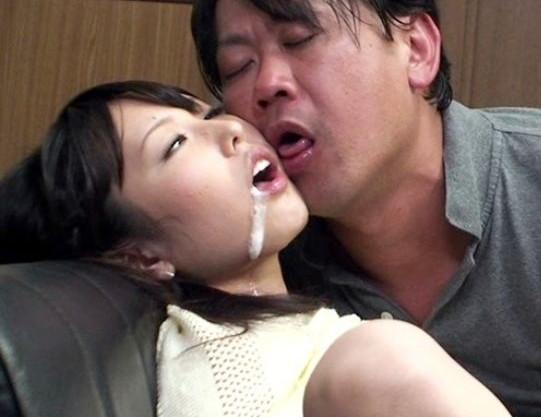 媚薬を盛られた父と娘が野獣のようにハメ狂う。涎を垂らしながらズコバコと腰を打ち付けまくる理性崩壊の近親SEX