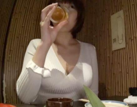 クビレボディに爆乳おっぱいがエロすぎる美人奥さんww居酒屋からホテルへ連れ込んでパイズリしてもらって不倫SEX