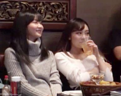 《隠し撮り》ギャラ飲み女子大生2人をお持ち帰りゲット。酔っ払ってお友達の前で即ハメSEXし始めるw