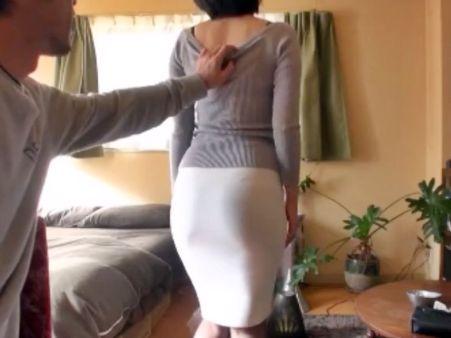 タイトスカートからうっすら透けるデカ尻がエロすぎるwドスケベ奥さんとホテルで即ハメ不倫SEX♡